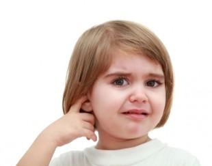 легкое движение руки приводит к кровотечению в ухе