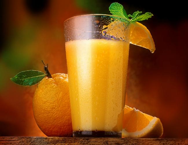 Стакан свежевыжатого апельсинового сока