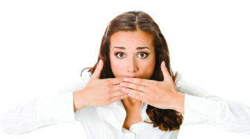 Привкус крови во рту: стоит ли беспокоиться?