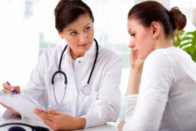 Девушка на приёме у врача