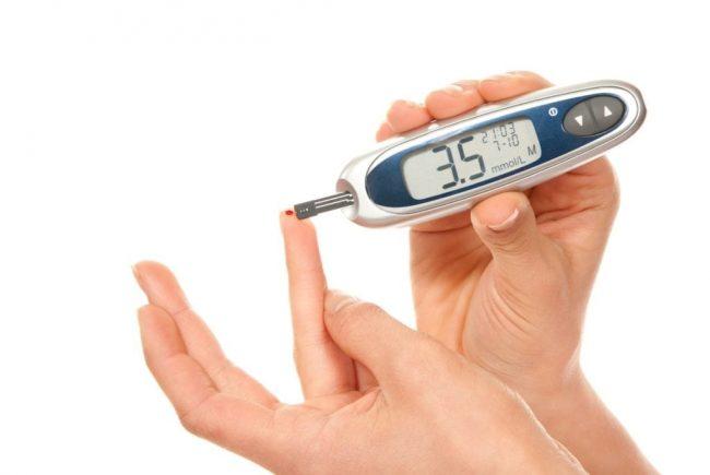 Замер уровня сахара глюкометром