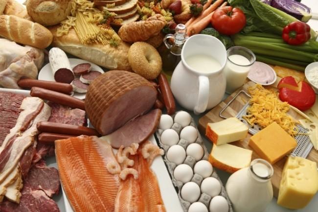 Набор мясопродуктов, рыбы и овощей, содержащих большое кол-во железа